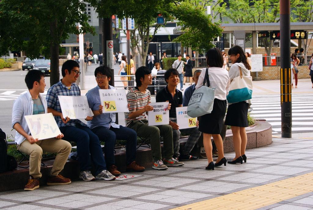 """""""Anda memiliki keluhan?"""" - Beberapa mahasiswa Buddhis di Jepang akan mendengarkannya. Foto: tarikihongwan.net"""